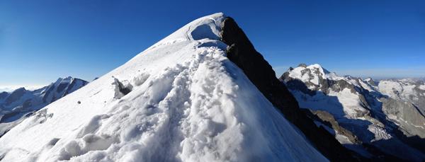 Grat zum Gipfel, links Piz Palü, rechts Piz Rosegg