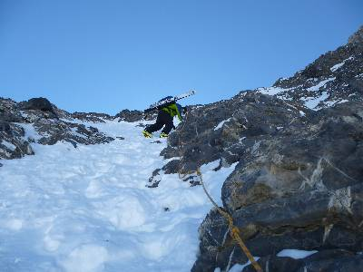 Abstieg über den Felsriegel am Schlittchuechenfirn