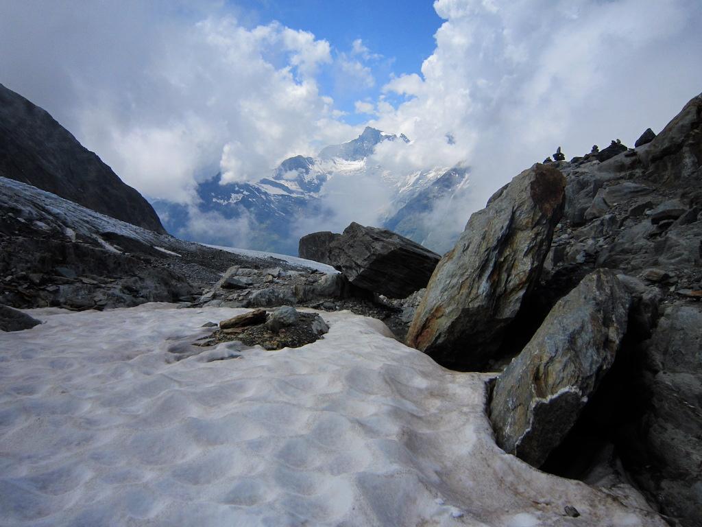 Abstieg über den Festigletscher - viel Feuchtigkeit in der Luft.
